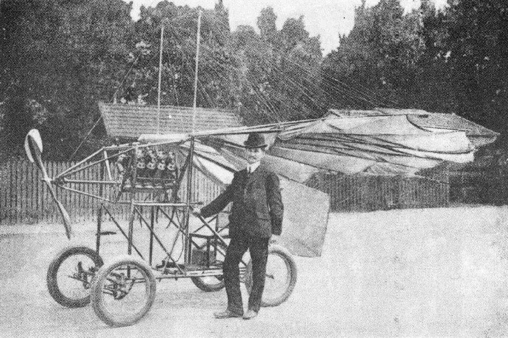 VUIA (1908). Earliest known machine with folding wings.